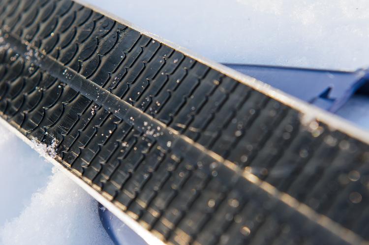 Насечки на пластиковых лыжах своими руками