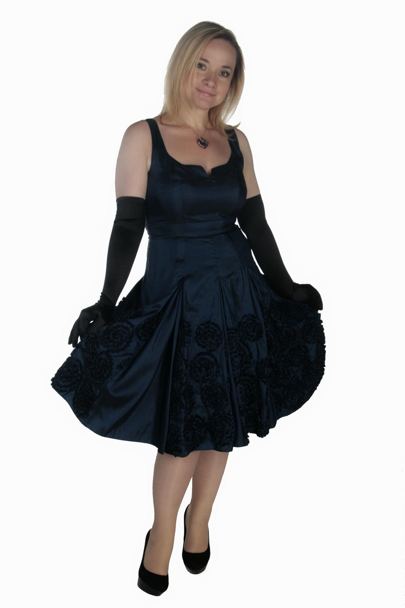 платья для полной женщины фигура яблоко