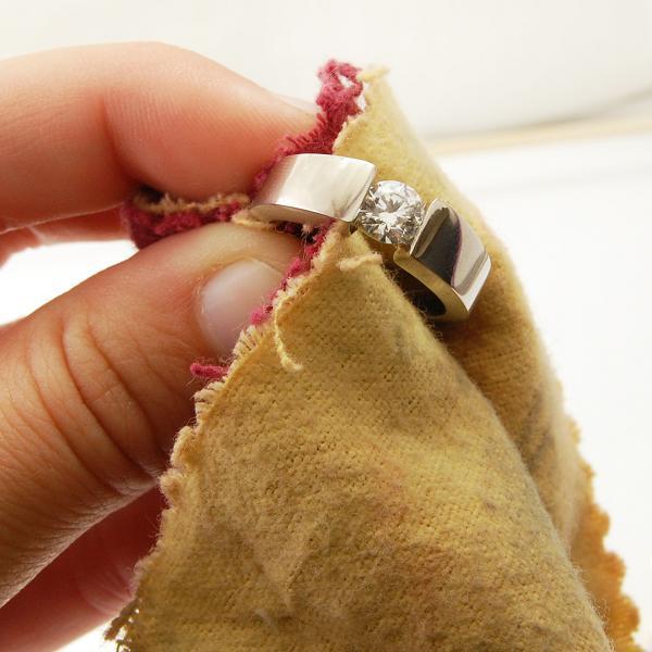 Как почистить бриллиант в домашних условиях