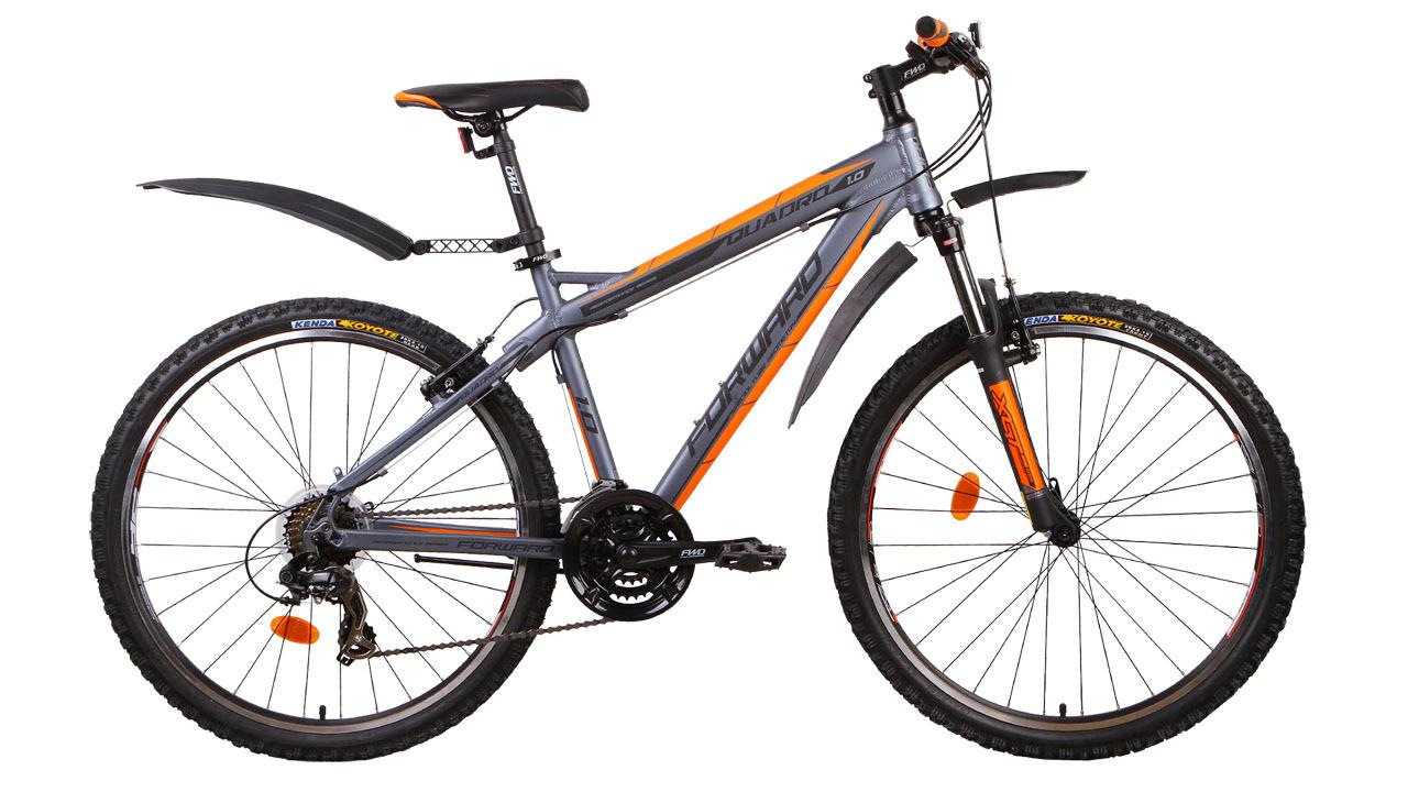 Forward Quadro 1.0 (2014)Горные<br>Горный велосипед FORWARD QUADRO 1.0 (2014) крайне универсален и будет очень удобен для катания как по городу, так и по пересечённой местности. Алюминиевая рама значительно снижает вес велосипеда. Колёса диаметром 26 дюймов и передняя амортизационная вилка ходом в 100 мм значительно повышают проходимость и комфорт данного велосипеда. Велосипед оборудован передним и задним переключателями, расширяющими диапазон переключения до 21 скорости, что позволяет достигать наибольшего ускорения и увеличиваетмаксимальную скорость. А для защиты велосипедиста от воды и грязи, велосипед оборудован лёгкими пластиковыми крыльями.<br>