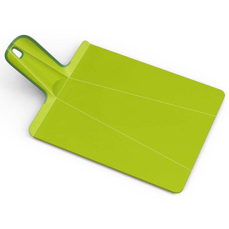 Доска разделочная Joseph Joseph Chop2Pot™ Plus средняя зеленая NSG016SWПластиковые разделочные доски<br>Доска разделочная Joseph Joseph Chop2Pot™ Plus средняя зеленая NSG016SW<br><br>Знаменитая складная доска теперь даже лучше! Теперь с покрытием, которое защитит ваши ножи от повреждений. Ручка с прорезиненными концами создает максимальный комфорт при использовании. Всем знакомо, как неудобно сыпать порезанные овощи в кастрюлю – вы обязательно растеряете кусочки. Но с этим приспособлением вы одним движением превратите разделочную доску в удобный совок, и все нарезанные продукты попадут прямо по назначению!Можно мыть в посудомоечной машине.<br>Официальный продавец<br>