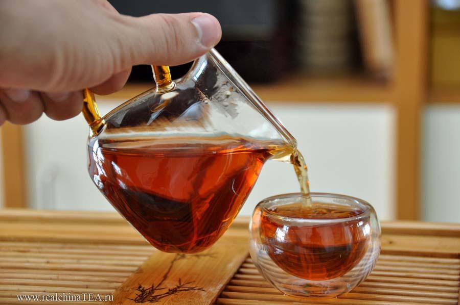 Чахай 茶海 из стекла.  Он необходим при дегустации новых сортов чаев.