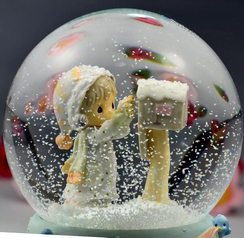 Снежные шары новогодние