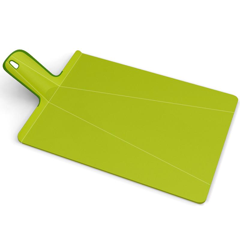 Доска разделочная Joseph Joseph Chop2Pot™ Plus большая зеленая 60043Пластиковые разделочные доски<br>Доска разделочная Joseph Joseph Chop2Pot™ Plus большая зеленая 60043<br><br>Знаменитая складная доска теперь даже лучше! Теперь с покрытием, которое защитит ваши ножи от повреждений. Ручка с прорезиненными концами создает максимальный комфорт при использовании. Всем знакомо, как неудобно сыпать порезанные овощи в кастрюлю – вы обязательно растеряете кусочки. Но с этим приспособлением вы одним движением превратите разделочную доску в удобный совок, и все нарезанные продукты попадут прямо по назначению!Можно мыть в посудомоечной машине.<br>Официальный продавец<br>