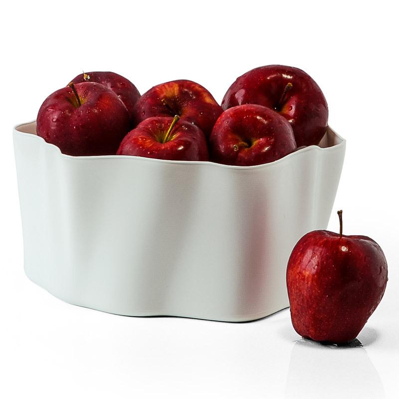 Органайзер Flow малый белый QL10143-WHОрганайзеры<br>Самое увлекательное, что назначение этой вещи вам нужно будет определить самим: такой органайзер может пригодиться на кухне, в ванной, в гостиной, на даче, на природе, в городе, в деревне. В него можно складывать фрукты, овощи, хлеб, кухонные приборы и аксессуары, всевозможные баночки и скляночки, можно использовать органайзер как мусорную корзину, вазу, хранилище для носков и так далее и тому подобное. Все зависит от вашей фантазии и от хозяйственных потребностей! Органайзер пригодится везде!<br>