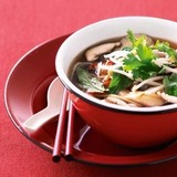 http://static12.insales.ru/images/products/1/3849/31403785/compact_mushroom_and_rice_noodles_soup.jpg