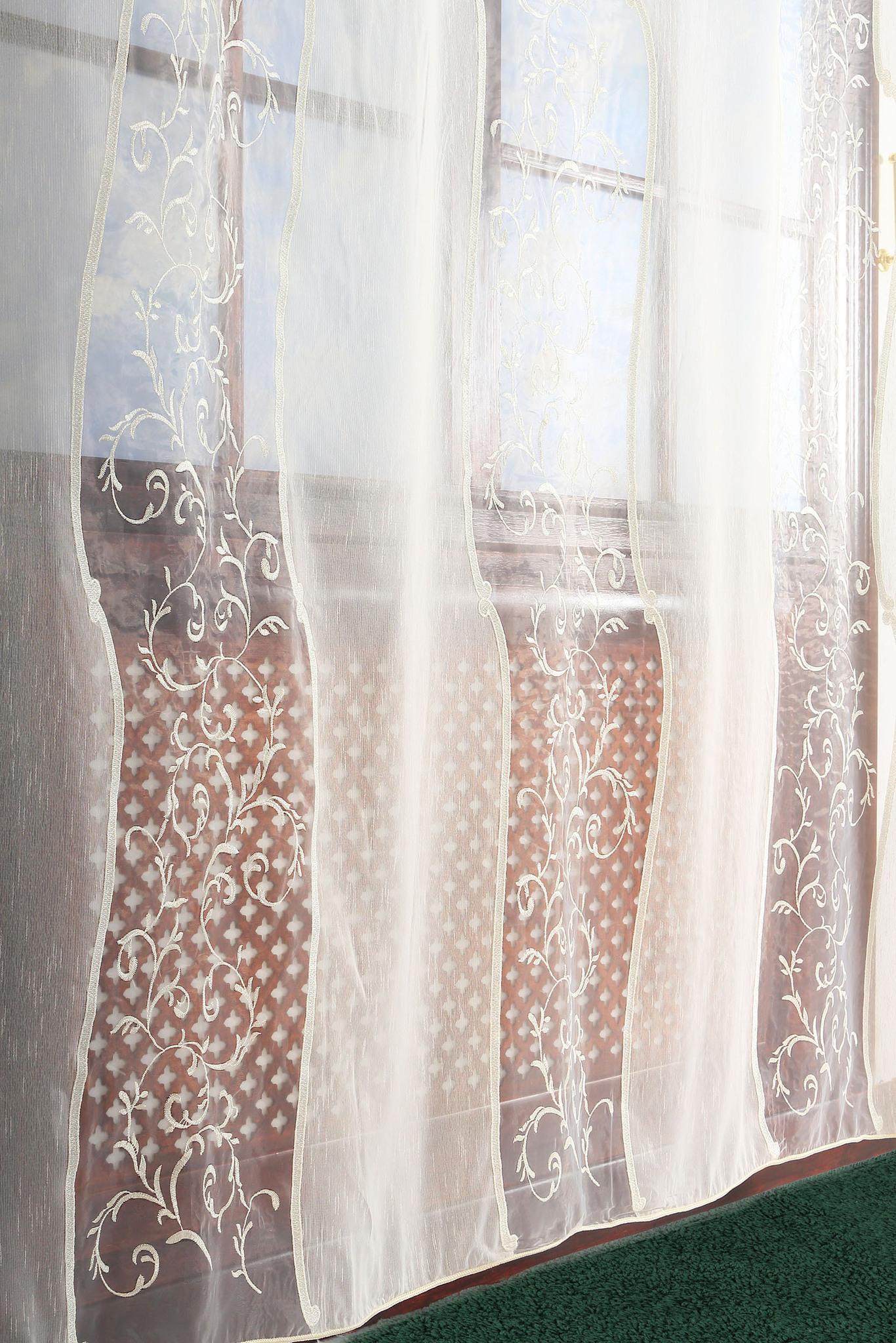 Сетка с вышивкой на окне фото