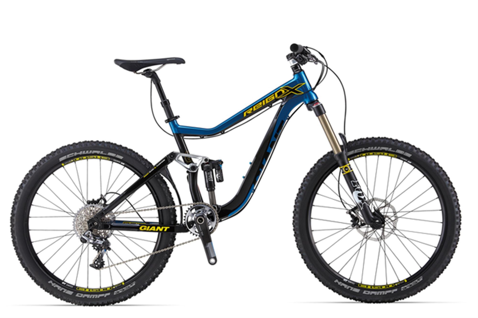 """Giant Reign X 0 (2014)Горные<br>Компания Giant - одна из крупнейших компаний в мире по производству велосипедов. <br>И , конечно, инженеры не остановились на одной линейке для экстремальных дисциплин. Они взяли лучшее от всех последних разработок и получился новый Giant Reign X 0, который буквально """"напичкан"""" различным функционалом.<br><br>Так,в первую очередь, привлекает внимание новейшие амортизаторы. Спереди за отработку неровностей отвечает Fox 36 Talas CTD Performance, с регулировкой хода 120-160мм. Это позволяет сделать Ваш велосипед максимально универсальным на любом участке пути.<br>Сзади контроль над трассой обеспечивает новые воздушный амортизатор Fox Float CTD, специально созданный для экстремальных дисциплин.<br><br>В качестве навесного оборудования использована группа компонентов Sram XX1, созданная для профессиональных гонщиков уровня Кубка мира. Созданная специально для МТБ дисциплин, она сочетает в себе все самые последние достижения инженеров компании Sram, а значит - и всей велоиндустрии.<br><br>Этот велосипед будет одинаково удобен на всех участках пути, на нем вы проедете везде.<br>"""