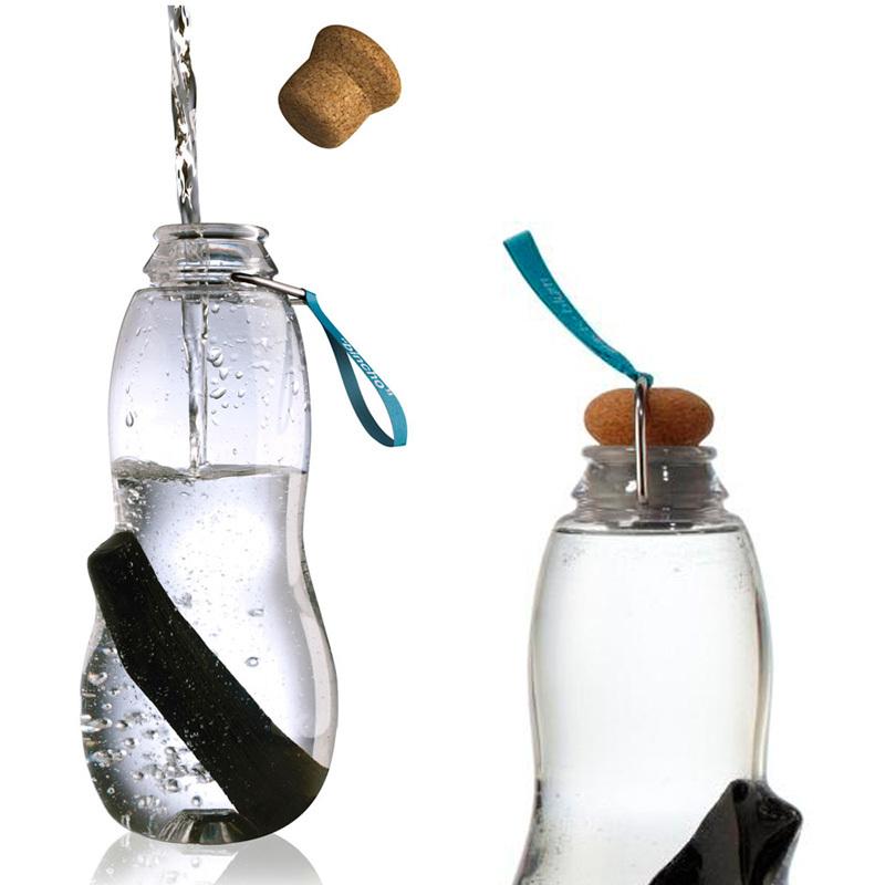 Эко-бутылка Eau good с фильтром голубая EG001Бутылочки<br>Сделайте воду из-под крана полезной. Как? Очень просто – используйте бутылку со специальным фильтром-ионизатором.<br>В основе уникальной технологии очищения воды - угольный фильтр Binchotan, широко используемый в Японии аж с 17 века. Он удивительно эффективно убирает хлор, минерализует воду и выравнивает PH-баланс. Сохраняет свою активность 6 месяцев и утилизируется без вреда для экологии (а это важно!). Если вы наполняете бутылку 1 раз в день, через 3 месяца прокипятите фильтр в течение 10 минут, дайте высохнуть и используйте снова.<br>Бутылка из прочного пищевого пластика, похожего на стекло, только гораздо легче - выдержит любой удар.<br>Обычный пластик разлагается сотни лет, так что лучше не засорять планету и использовать многоразовую бутылку, тем более, если она так стильно выглядит! Объем 800 мл.<br>Наполните бутылку, поставьте в холодильник и через 6-8 часов вы получите чистую и вкусную воду.<br>