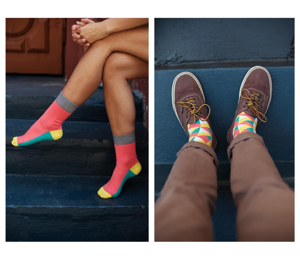 Розовые носки Sammy Icon с разноцветным узором на ногах