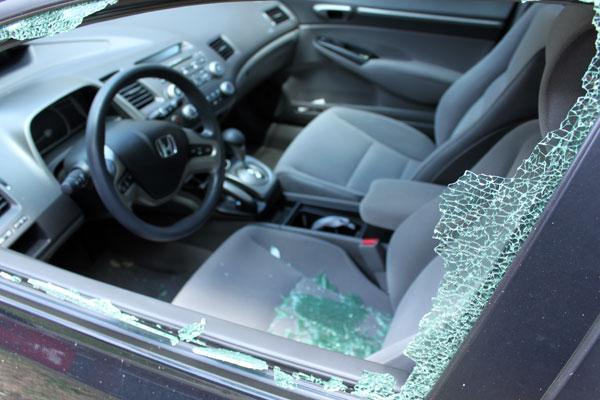 Демонтировать стекло пуетм разбития