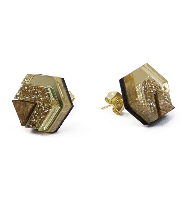 золотистые серьги-гвоздики из натурального дерева и плексигласа Little Hex Gold&Gold Glitter от Wolf&Moon