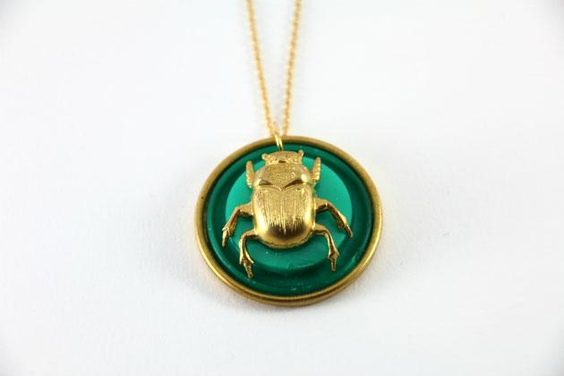 Купите круглую подвеску жук