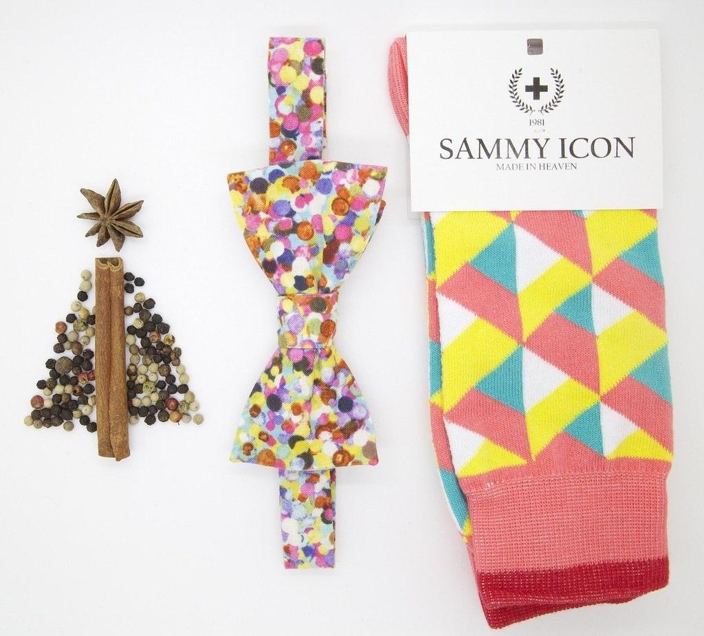 Яркий разноцветный подарочный набор носки и бабочка