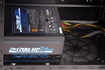Возможность установки БП снизу и отверстие для укладки кабелей