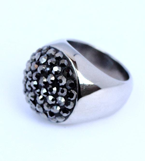 Женское серебряное кольцо со стразами фото купить