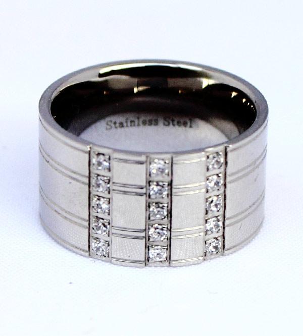 Женское серебряное кольцо со стразами из стали фото