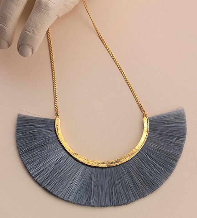 оригинальное колье из позолоченной бронзы и конского волоса Grey Moon от BJORG