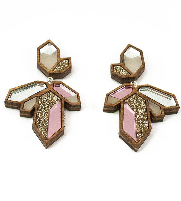 стильные серьги Crystallized Pink из дерева и плексигласа от Wolf&Moon