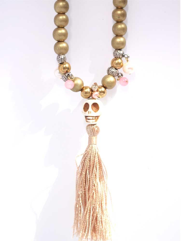 Золотое колье из дерева череп из камня говлита кожаный шнурок жемчуг кораллы