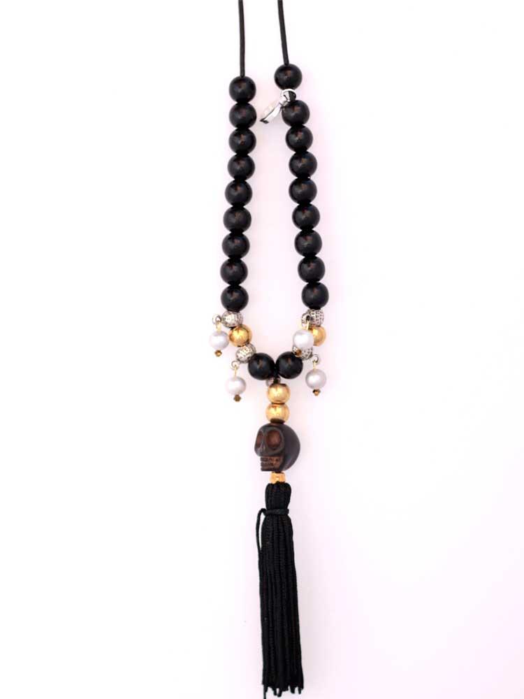 Черное колье из деревянных бусин черепа из камня говлита кожаный шнурок коралл