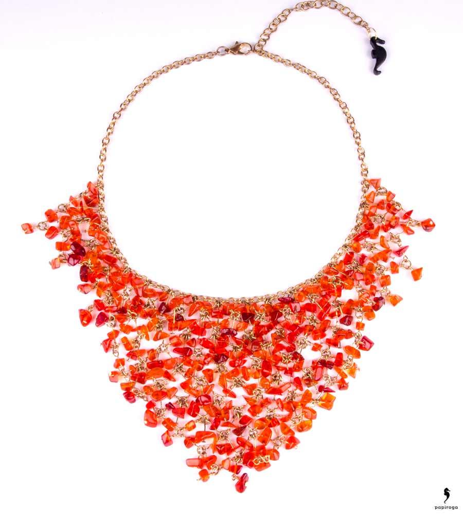 купить массивное красное ожерелье из натуральных камней фотография