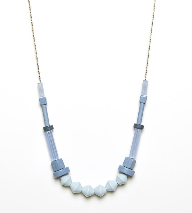 купите ожерелье голубого цвета из необычных материалов Iceberg от Apres Ski