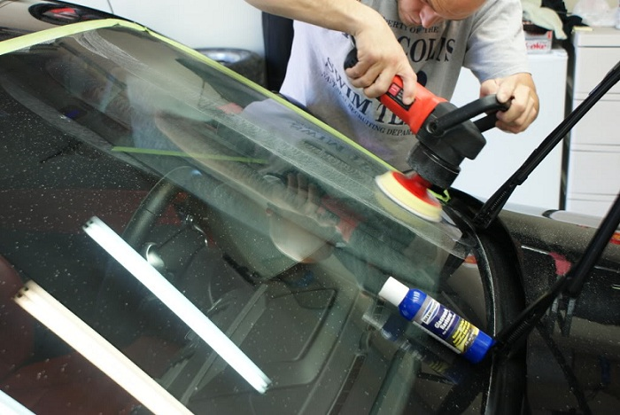 Полировка лобового стекла автомобиля