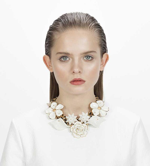 оригинальное украшение из фарфора, кожи и позолоченной латуни от ANDRES GALLARDO - Wildflower White