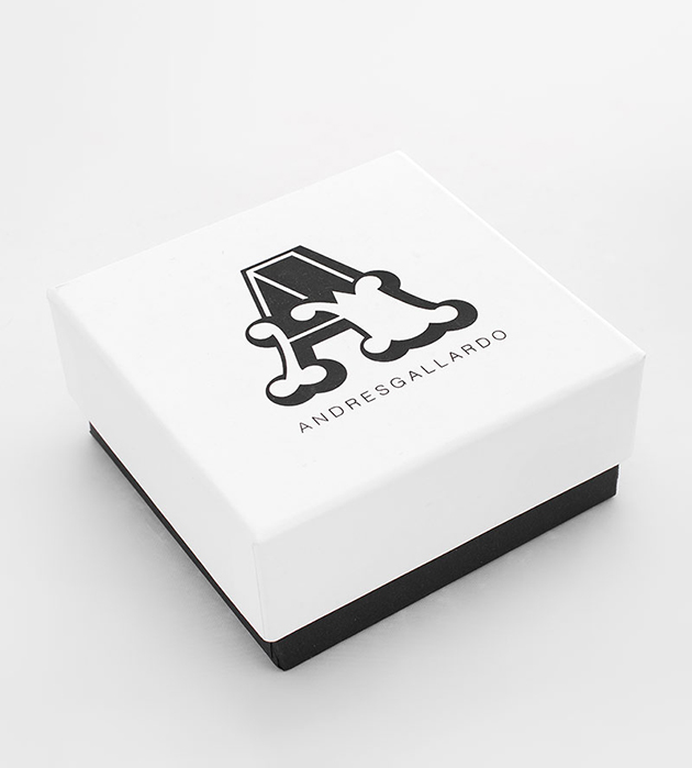 купите стильное колье в анималистичном духе Golden Panther White от испанского бренда ANDRES GALLARDO