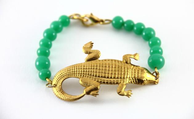 Купите зеленый браслет с крокодилом от Beatriz Palacios