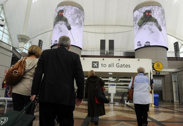 LED видеобашни в Денверском Аэропорту