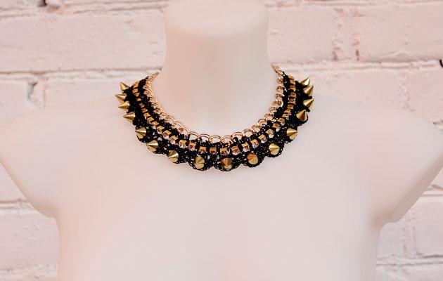 фото Женское колье-ожерелье с шипами и стразами купить