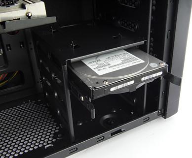 Установка HDD без дополнительных интструментов