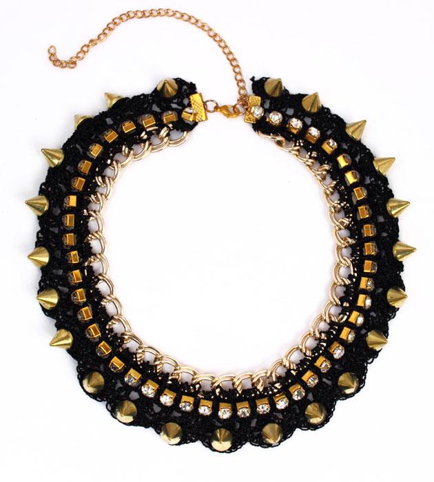 фото Женское колье-ожерелье с шипами и стразами