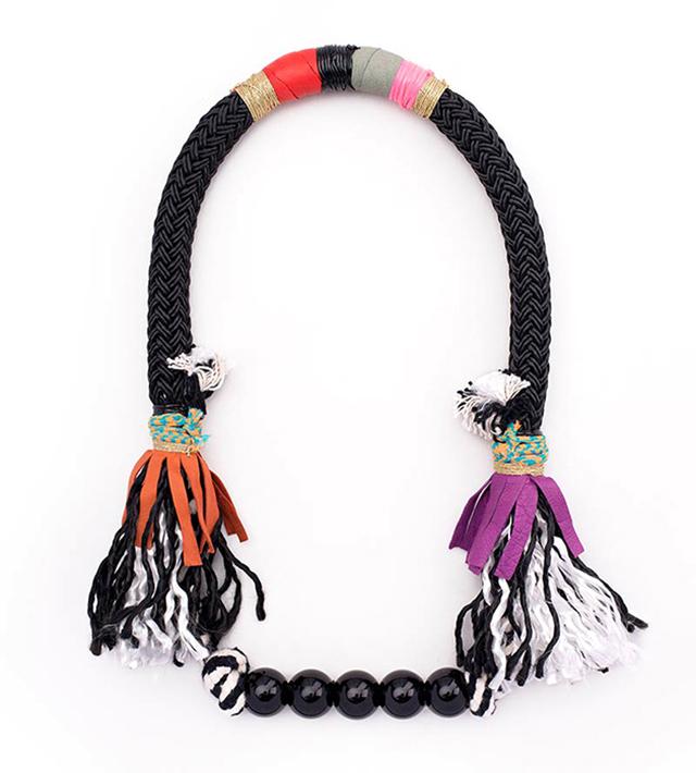 Колье с кистями и чёрными бусинами от испанского бренда Domingo Ayala