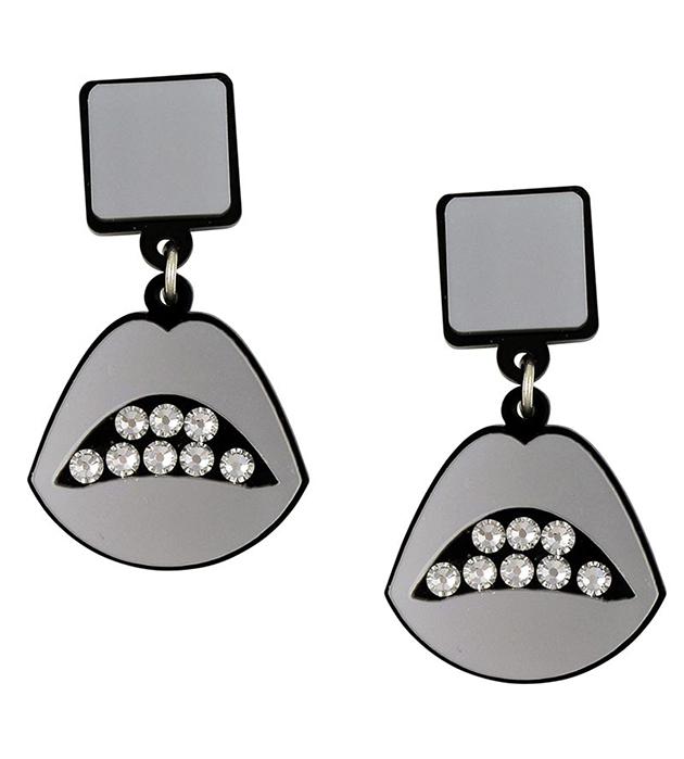 купите необычные серьги из плексигласа Sealed With a Kiss Silver от английского бренда Jennifer Loiselle