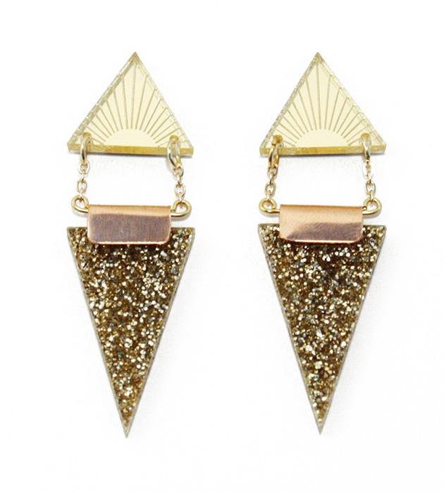 длинные серьги золотого цвета встиле арт-деко Double Triangle Gold от английского бренда Wolf&Moon