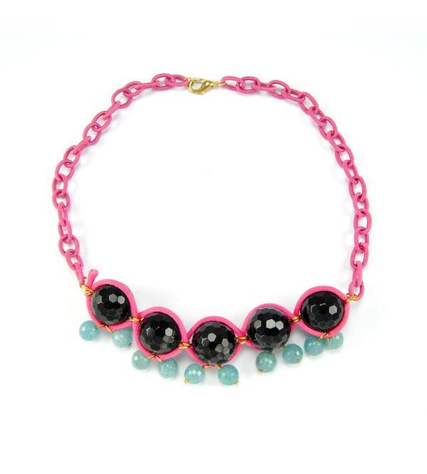 Розовое колье из камней черный агат и бирюзовый ангитрит фото