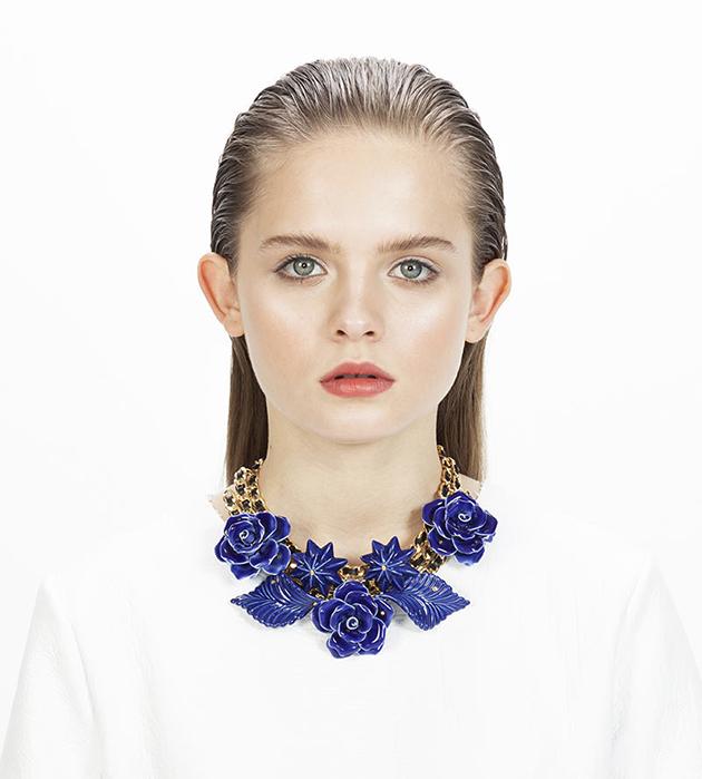 эффектное ожерелье из фарфора, кожи и позолоченной латуни ANDRES GALLARDO -  Wildflower Blue