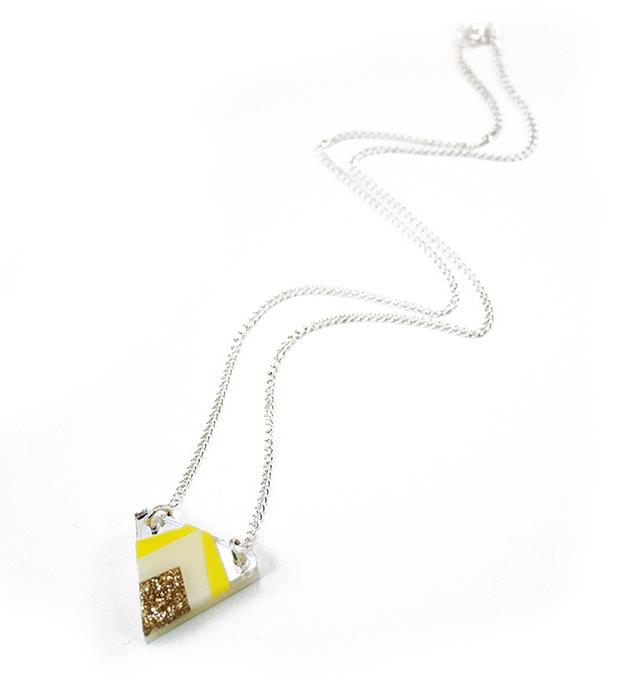 купите треугольная подвеска жёлто-золотого цвета от Wolf&Moon