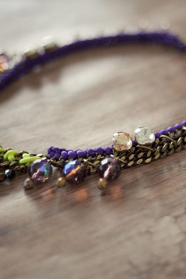 разноцветное колье с бусинами и кристаллами от Mava Haze