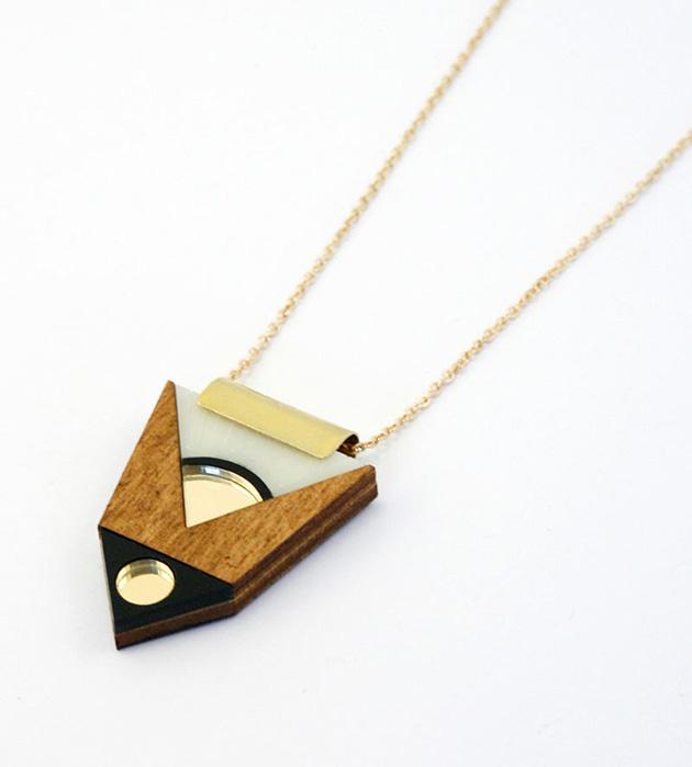 эффектная подвеска на каждый день в стиле арт-деко от Wolf&Moon - Amulet Necklace Cream TopBlack Tip