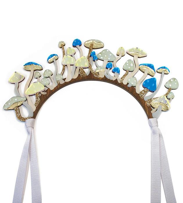 купите необычный аксессуар для волос из дерева и плексигласа Shrooms Headpiece Blue&Iridescen от Wolf&Moon