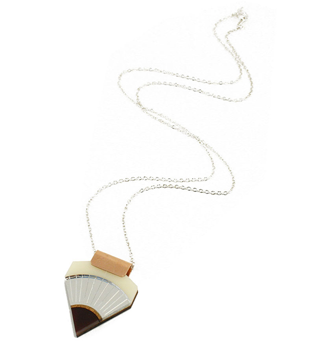 нежная подвеска на посеребрённой цепочке от Wolf&Moon - Sun Point Necklace CreamSilverWoodMaroon