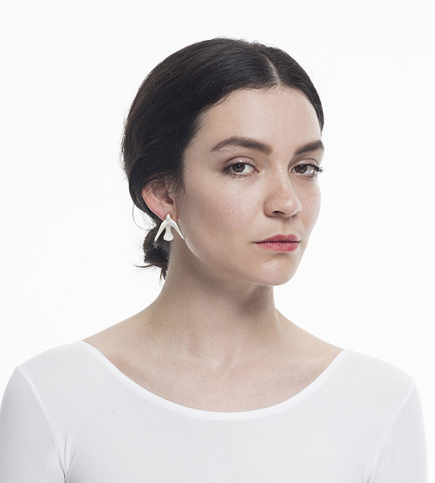 украшение из фарфора от ANDRES GALLARDO Dove Earring