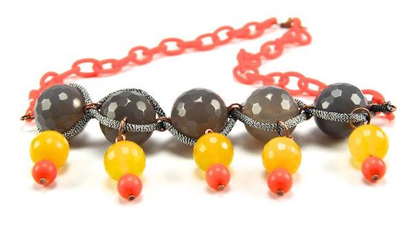 купить оранжевое колье из агата серого и желтого фото
