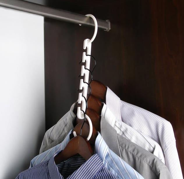 компактное хранение одежды в шкафу