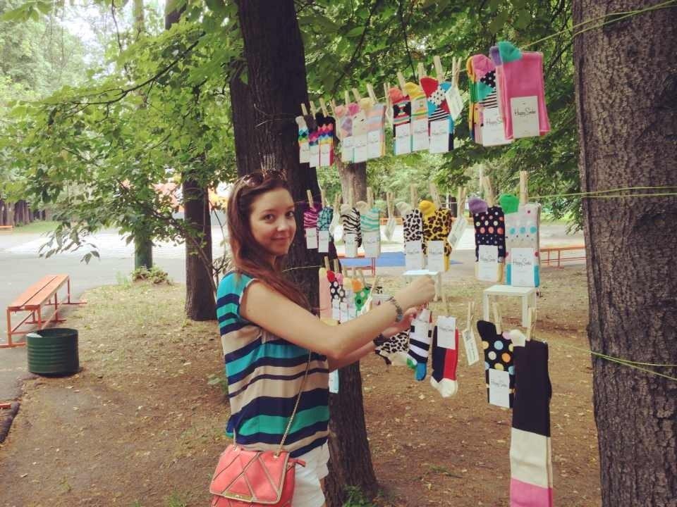 яркие веселые красочные носки art of socks в парке культурного центра зил