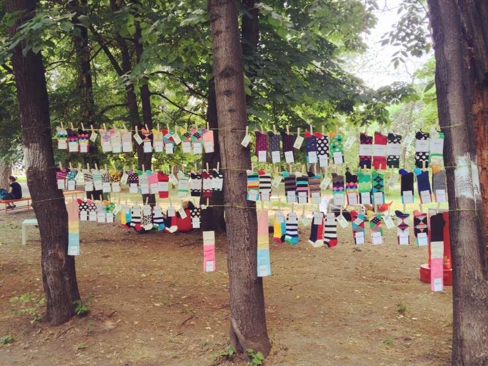 стильные хипстерские носки можно купить летом в парке культурного центра ЗИЛ по выходным